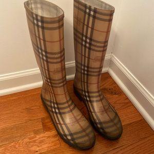 Burberry rain boots size 40